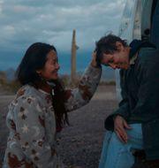 Regissören  Chloe Zhao och Frances McDormand. TT NYHETSBYRÅN