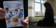 Meripet håller upp en bild av sina fyra barn. TT