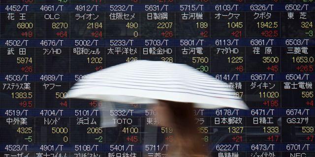 Asiens aktiamarknader öppnade ner på tisdagen. Eugene Hoshiko / TT NYHETSBYRÅN