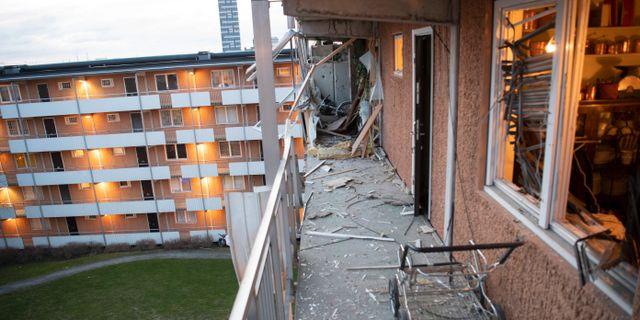 Bild från den kraftiga explosionen i Husby i Stockholm igår. Fredrik Sandberg/TT / TT NYHETSBYRÅN