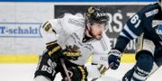 AIK:s Jonathan Andersson till vänster.  Pavel Koubek/TT / TT NYHETSBYRÅN