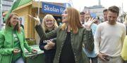 Centerpartiets ledare Annie Lööf vid Centerpartiets valspurt på Sergels torg. Jessica Gow/TT / TT NYHETSBYRÅN