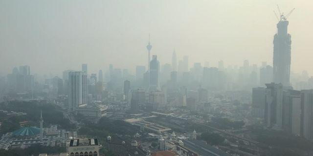 Dimma över Kuala Lumpur i Malaysia orsakad av skogsbränder i grannlandet Indonesien. TT NYHETSBYRÅN