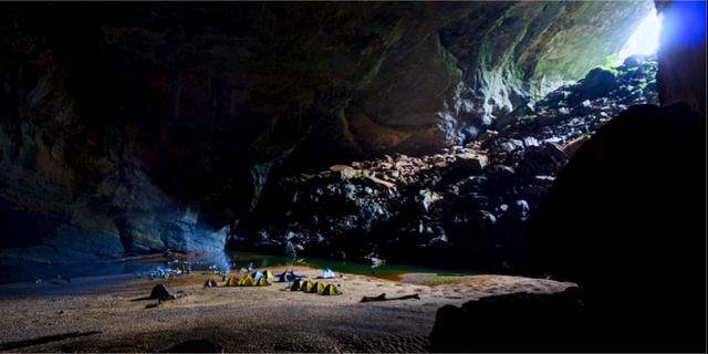 Det går utmärkt att tälta i grottan. sondoongcave.org