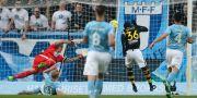 Henok Goitom kunde frispelad sätta 1–0 mot MFF. Andreas Hillergren / TT / TT NYHETSBYRÅN