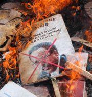 Bild av Mohamed Abdullahi Mohamed bränns i samband med protester.  Farah Abdi Warsameh / TT NYHETSBYRÅN