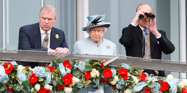 Prince Andrew tillsammans med sina föräldrar drottning Elizabeth och prins Philip. Andrew Winning / TT NYHETSBYRÅN