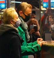 Aleksej Navalnyj vid passkontrollen och Ann Linde.  TT