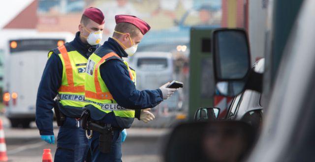 Vägkontroller i Österrike. ALEX HALADA / TT NYHETSBYRÅN