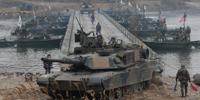 Sydkoreanska och amerikanska trupper under en gemensam militärövning 2015. Ahn Young-joon / TT / NTB Scanpix