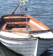En mindre båt har väckt polisens intresse under utredningen. Polisen / Handout / TT NYHETSBYRÅN