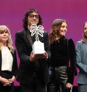 Skådespelaren Anna Björk, regissören Amir Chamdin, skådespelaren Sofia Karemyr och producenten Johanna Wennerberg.  VALERY HACHE / TT NYHETSBYR�N