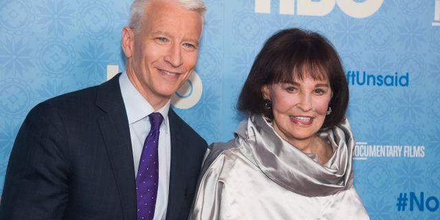 Anderson Cooper och Gloria Vanderbilt Charles Sykes / TT NYHETSBYRÅN
