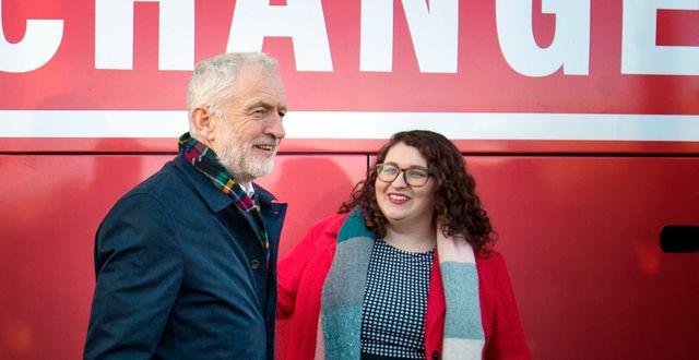 Labours partiledare Jeremy Corbyn med Labourpolitikern Danielle Rowley. Jane Barlow / TT NYHETSBYRÅN