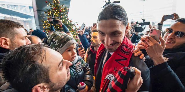 Zlatan möter sina nygamla fans. Claudio Furlan / TT NYHETSBYRÅN