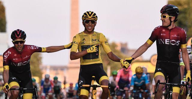 Egan Bernal går över mållinjen. ANNE-CHRISTINE POUJOULAT / AFP