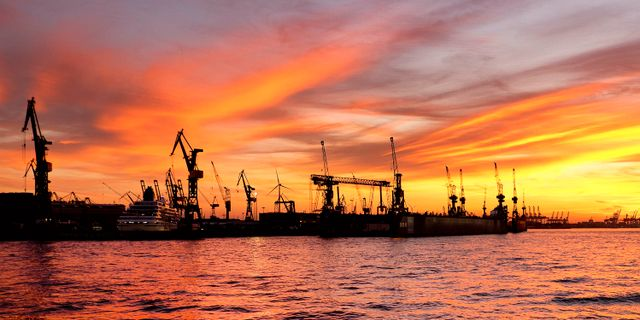 Hamnen i Hamburg. Arkivbild. Michael Probst / TT NYHETSBYRÅN/ NTB Scanpix