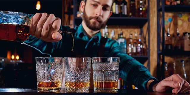 Drömjobbet är ledigt: Nu kan du få betalt för att åka runt i Skottland och dricka whisky. Thinkstock