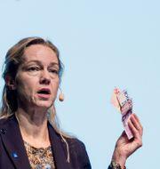 Vice riksbankschef Cecilia Skingsley talar om e-kronan. Lars Pehrson/SvD/TT / TT NYHETSBYRÅN