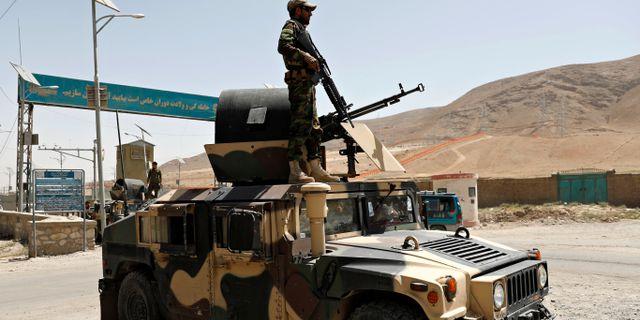 Soldat ur afghanska armén utanför Ghazni. MOHAMMAD ISMAIL / TT NYHETSBYRÅN
