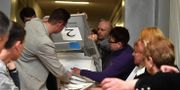 Rösterna räknas i valet. VASILY MAXIMOV / AFP