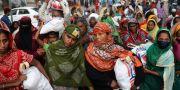 Matutdelning i Dhaka, Bangladesh. MOHAMMAD PONIR HOSSAIN / TT NYHETSBYRÅN