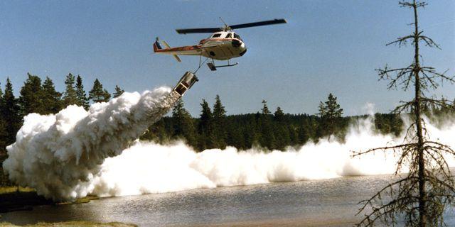 Arkivbild. Kalkning av en sjö 1996. Foto: Sture Gustafsson/TT / TT NYHETSBYRÅN