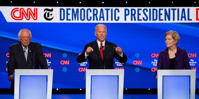 Tre av favoriterna: Bernie Sanders, Joe Biden och Elizabeth Warren. John Minchillo / TT NYHETSBYRÅN