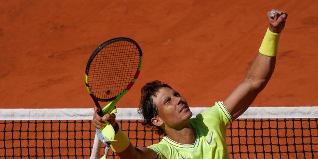 Rafael Nadal segrade i mötet mot Roger Federer.  KENZO TRIBOUILLARD / AFP