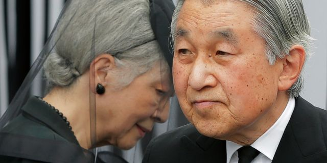 Japans kejsare Akihito och kejsarinnan Michiko. Arkivbild från 2012. Itsuo Inouye / TT NYHETSBYRÅN