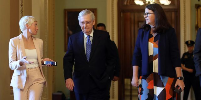 Mitch McConnell i mitten av bilden. MARK WILSON / GETTY IMAGES NORTH AMERICA
