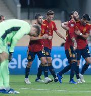 Spanjorerna firar. Miguel Morenatti / TT NYHETSBYRÅN