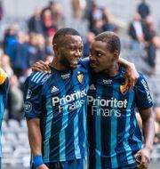 Djurgårdens Emmanuel Banda och Joel Asoro firar segern. ANDREAS L ERIKSSON / BILDBYRÅN