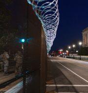 Soldater vid en avspärrning i Washington DC.  J. Scott Applewhite / TT NYHETSBYRÅN