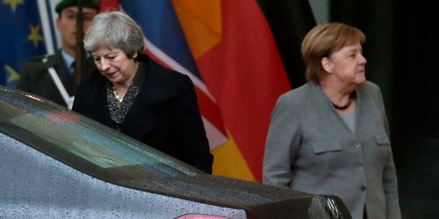 May och Merkel på tisdagen. Michael Sohn / TT NYHETSBYRÅN/ NTB Scanpix