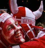 Danska fans och landslaget.  TT