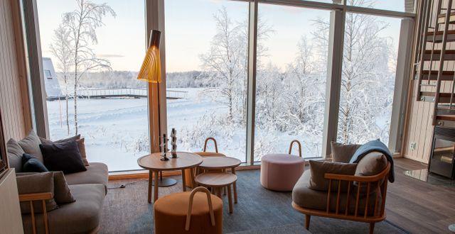 ...och har stora fönster med utsikt mot vattnet. Daniel Holmgren