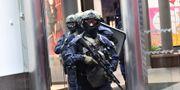 Insatsstyrkan på plats. Polisen har spärrat av köpcentrumet Triangeln i Malmö och flera polispatruller befinner sig på platsen, där en man ska ha uppträtt hotfullt. Johan Nilsson/TT / TT NYHETSBYRÅN