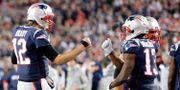 New England Patriots Tom Brady tillsammans med lagkamraten Phillip Dorsett. Jim Rogash / GETTY IMAGES NORTH AMERICA