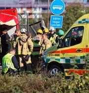 Räddningspersonal på plats vid olycksplatsen. Adam Ihse/TT / TT NYHETSBYRÅN