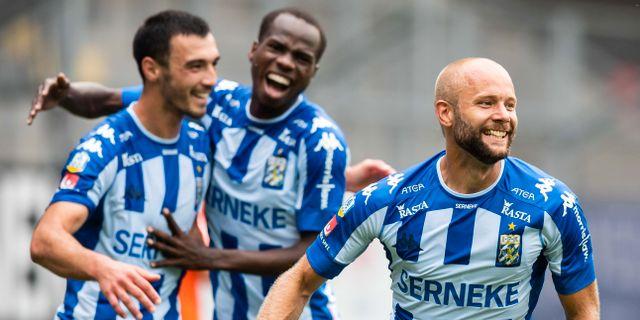 Göteborgs Robin Söder, till höger, jublar med lagkamrater efter målet. MICHAEL ERICHSEN / BILDBYRÅN