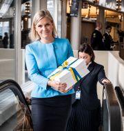 Finansminister Magdalena Andersson (S) på budgetpromenad. Magnus Hjalmarson Neideman/SvD/TT / TT NYHETSBYRÅN