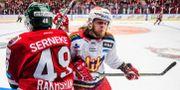 Malmö Redhawks Marcus Björk tacklar Frölundas Rhett Rakhshani PETTER ARVIDSON / BILDBYRÅN