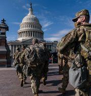Soldater från nationalgardet utanför Kapitolium igår. J. Scott Applewhite / TT NYHETSBYRÅN