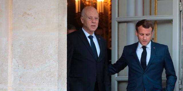 Emmanuel Macron och Tunisiens president Kais Saied. Christophe Petit Tesson / TT NYHETSBYRÅN