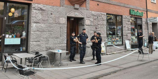 Polis vid brottsplatsen. Karin Wesslén/TT / TT NYHETSBYRÅN