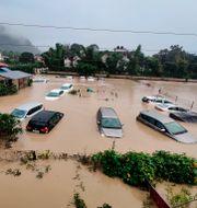 Översvämmade gator i Uttarakhand. Mustafa Quraishi / TT NYHETSBYRÅN