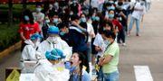 Människor testas för corona i Wuhan. Arkivbild. TT NYHETSBYRÅN