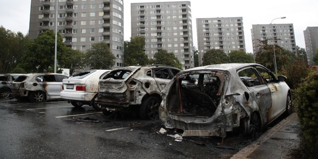 Utbrunna bilar i Frölund i Göteborg. Adam Ihse/TT / TT NYHETSBYRÅN