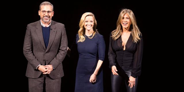 Skådespelarna Steve Carell, Reese Witherspoon och Jennifer Aniston under kvällens Apple-event.  NOAH BERGER / AFP